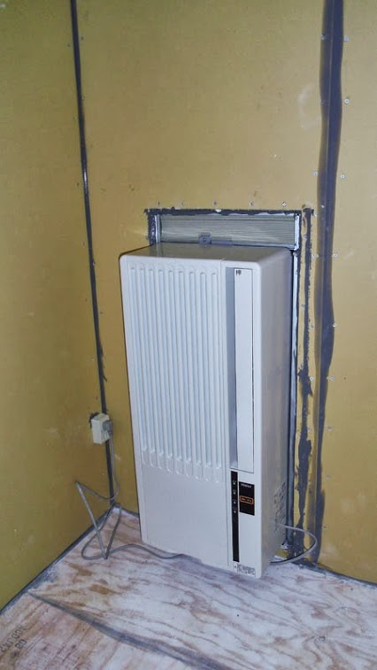 Air condiioner in back wall